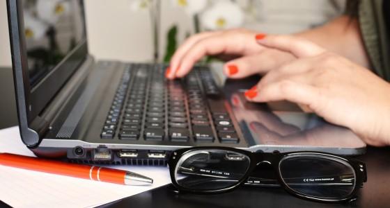 desk-glasses-notebook-3061